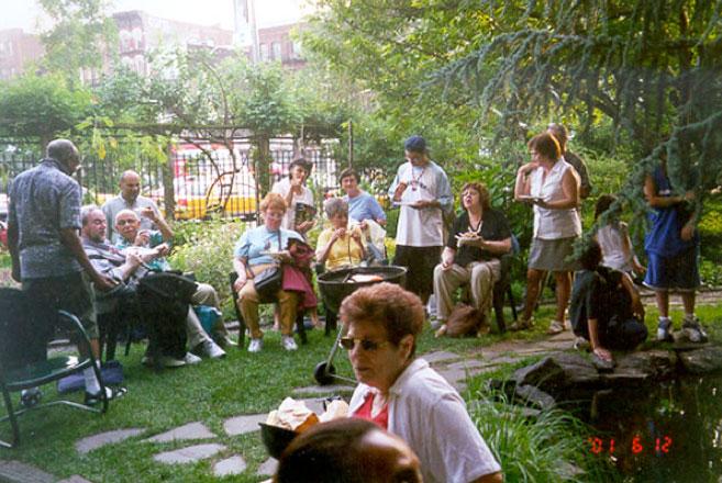 Eua – nueva york   guerrilleros verdes: jardines comunitarios ...